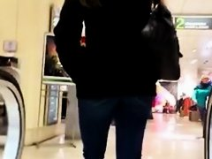 Delicious babe with nice big fanny packed in blue jeans takes a ride on escalator in this voyeur street candid video and it looks more than impressive